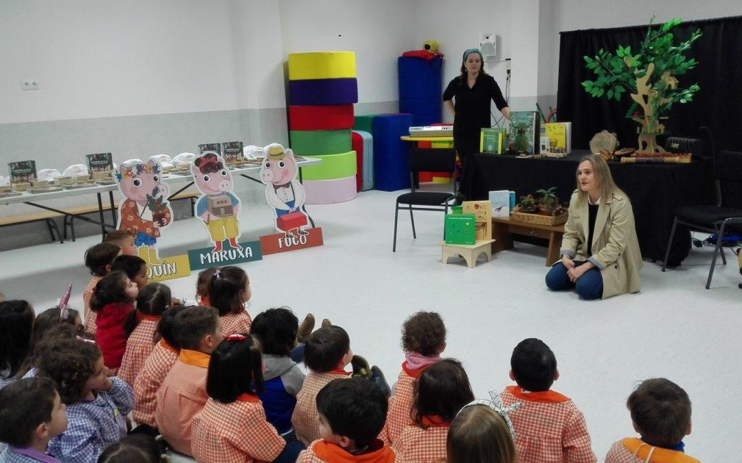 Escolares de educación infantil de Santiago         descubren la nueva versión del clásico de los tres cerditos que lucha contra el cambio climático